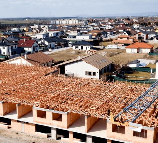 Spoľahlivý väzníkový krov na bytovom dome v Hrubej Borši